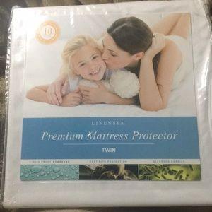 BNWT Linen Spa Premium Mattess Protector Twin